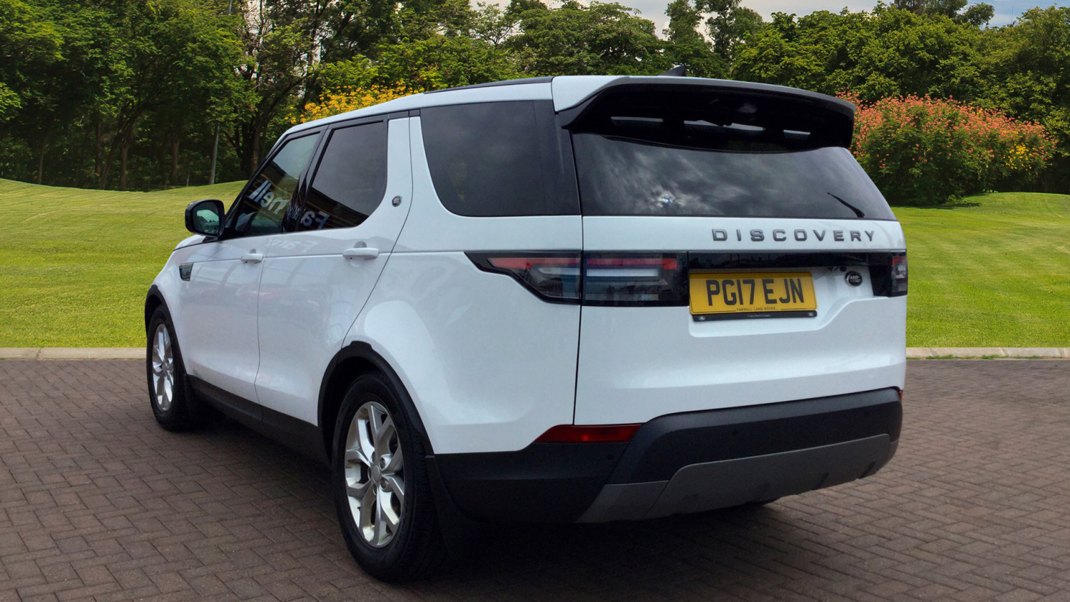 5 Used Land Rover Discovery Models in Our Favourite Colours