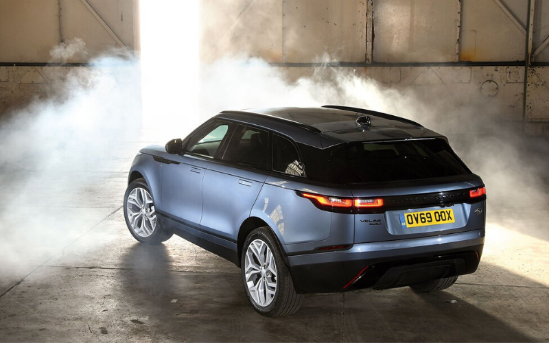 The Range Rover Velar Wins at The What Car? Car of the Year Awards 2020