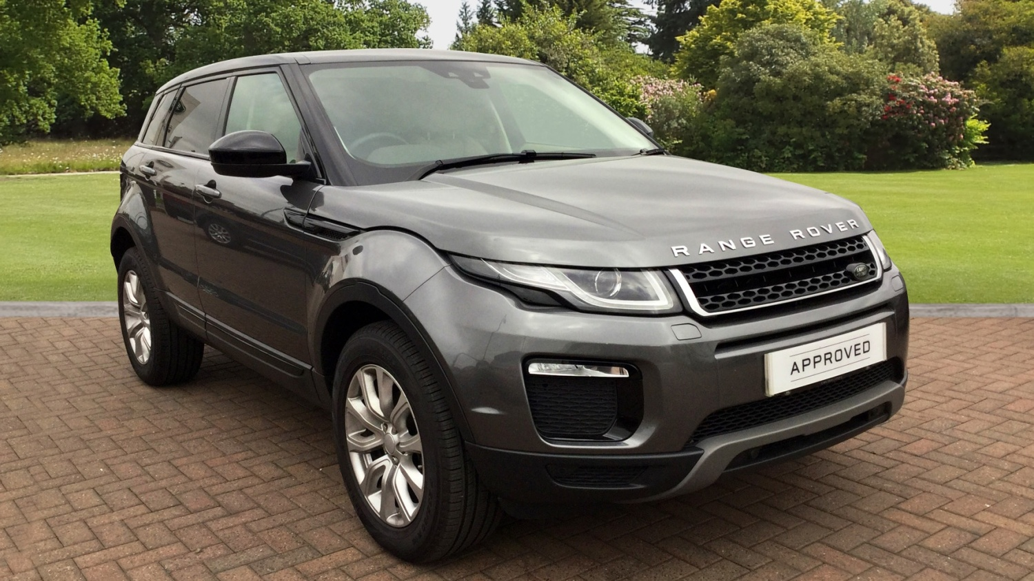 used land rover range rover evoque 2 0 ed4 se tech 5dr 2wd diesel hatchback for sale farnell. Black Bedroom Furniture Sets. Home Design Ideas