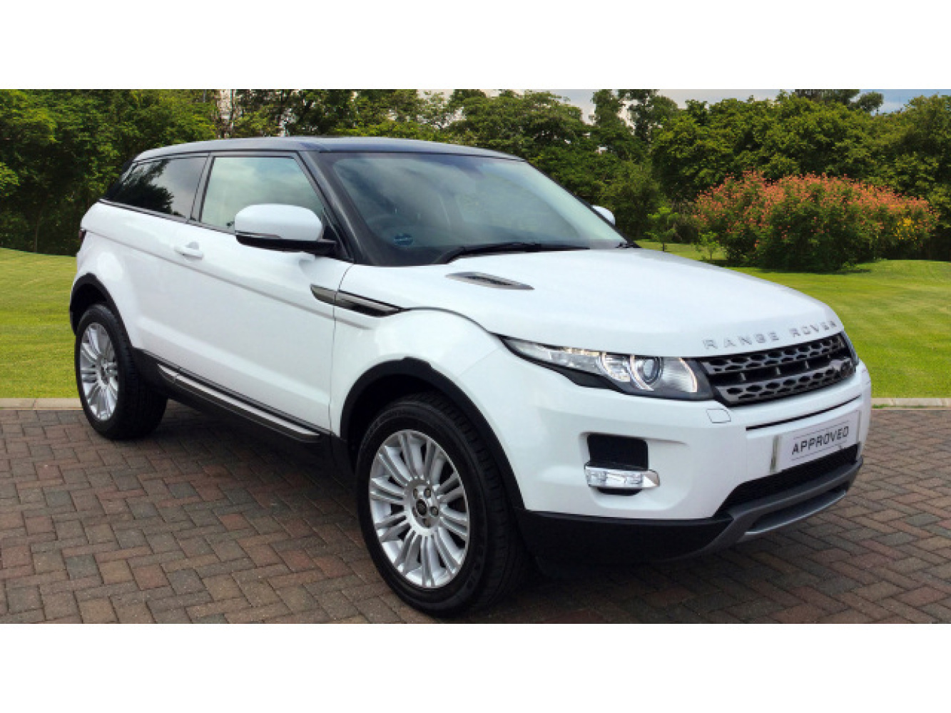 used land rover range rover evoque 2 2 td4 pure 3dr tech pack diesel coupe for sale farnell. Black Bedroom Furniture Sets. Home Design Ideas